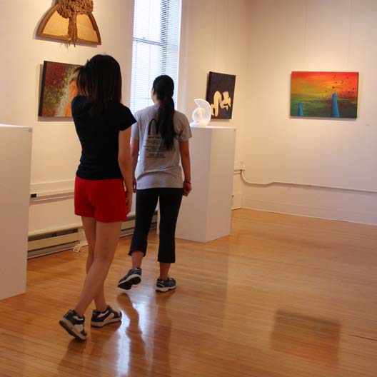 Students in the McCarthy Gallery of Art